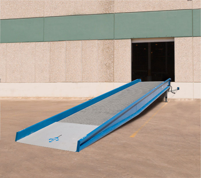 Yard ramp from ground to dock